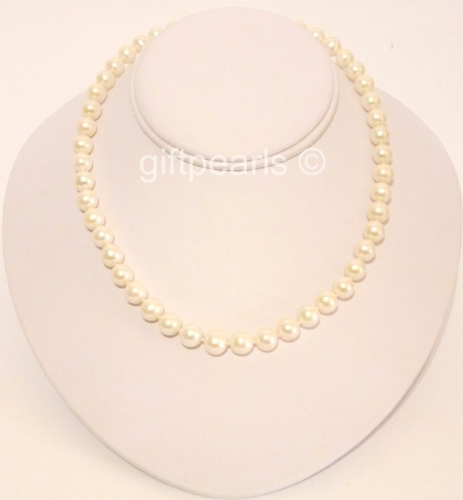 Luxurious perfection! Superb AAA grade 9 - 10mm pearl necklace with a 9ct gold designer clasp.